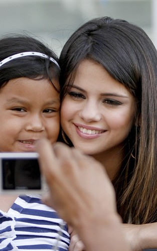 Selena Gomez signed autographs while in Dallas, Texas earlier today (June 15).