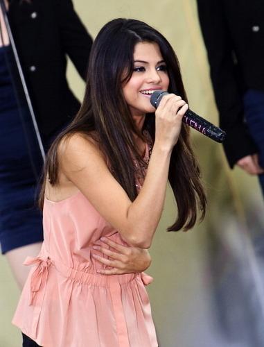 Selena - Good Morning America Summer konsert Series - June 17, 2011