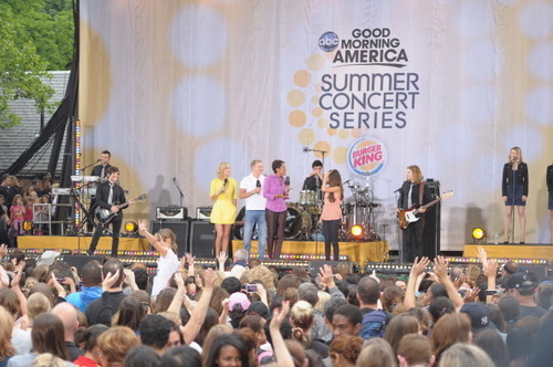 Selena - Good Morning America Summer konser Series - June 17, 2011