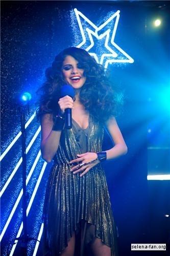 Selena - 'Love You Like a pag-ibig Song' Music Video Stills 2011