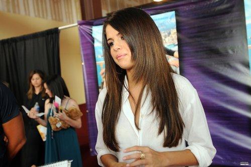Selena - Monte Carlo Mall Tour Mall Of Georgia - June 16, 2011