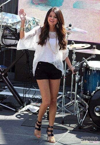 Selena Gomez images Selena - Monte Carlo Mall Tour: Santa ...