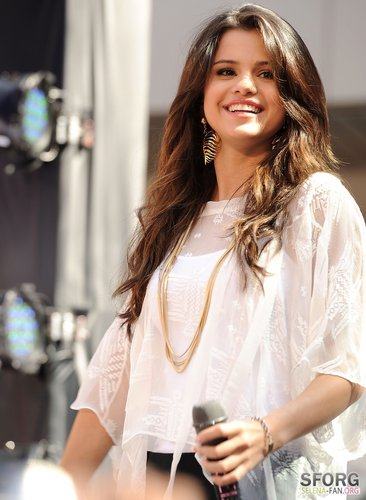 Selena - Monte Carlo Mall Tour: Santa Monica - June 13, 2011