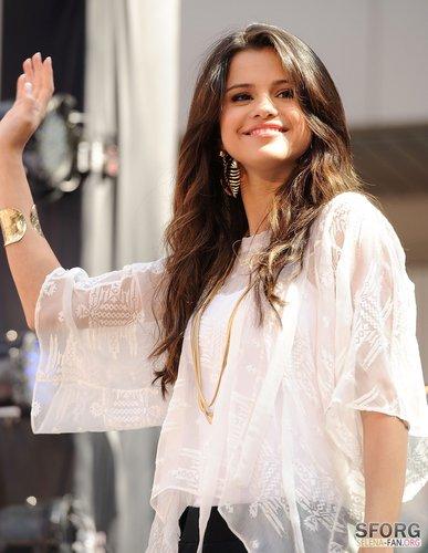 Selena - Monte Carlo Mall Tour: Santa Monica - June 13, 2011