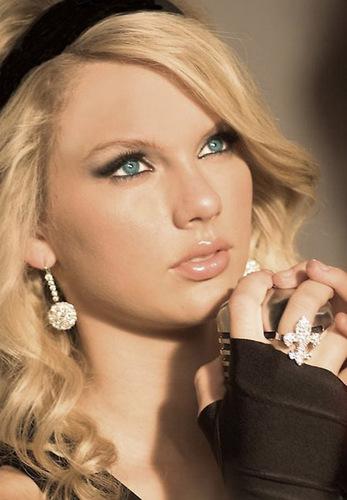 Taylor Swift: Looking Pretty x