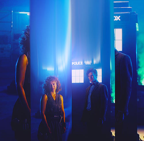 The Doctor and River Song karatasi la kupamba ukuta containing a business suit titled The Doctor & River