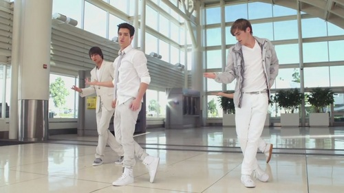 Big Time Rush wolpeyper possibly containing a well dressed person, a bathrobe, and a business suit titled Worldwide