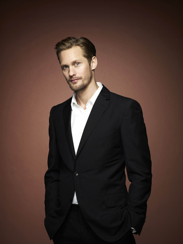 Alexander Skarsgård wallpaper containing a business suit, a suit, and a three piece suit entitled alexander HQ
