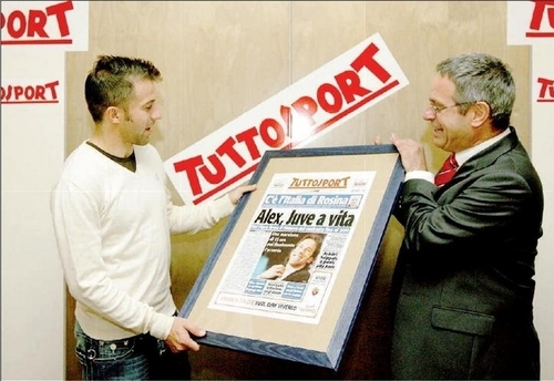 Alessandro Del Piero wallpaper with a business suit and a newspaper entitled del piero - tuttosport 2