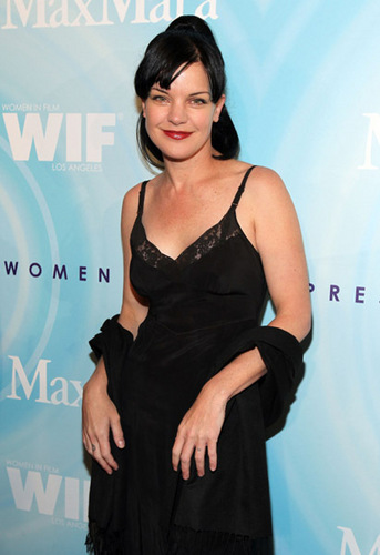 Pauley Perrette wallpaper possibly containing a cocktail dress, a dinner dress, and a well dressed person called 2011 Women in Film