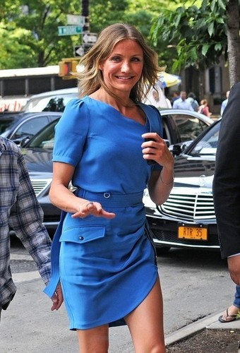 Cameron Diaz heads into her downtown hotel wearing a blue dress.