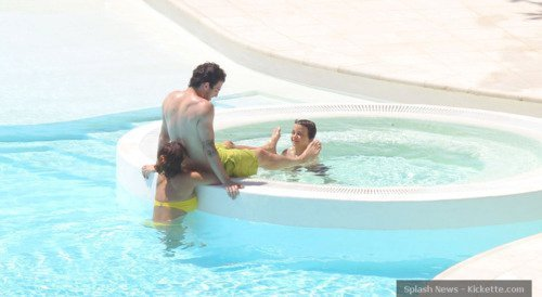 Cesc and new girlfrend on vacation in France 2011