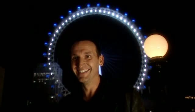 http://images4.fanpop.com/image/photos/23000000/Doctor-Who-ep-01-christopher-eccleston-23002348-640-368.jpg