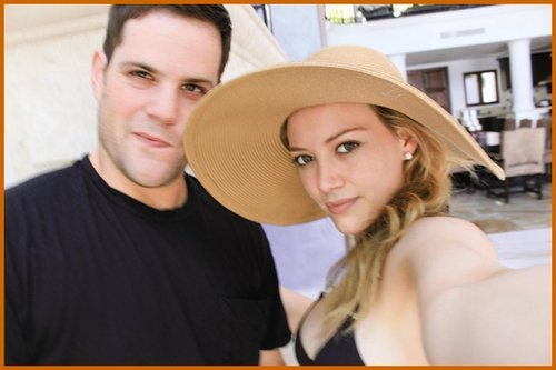 Hilary Duff & Mike Comrie wallpaper containing a snap brim hat, a campaign hat, and a sombrero entitled Hilary Duff & Mike Comrie Honeymoon foto