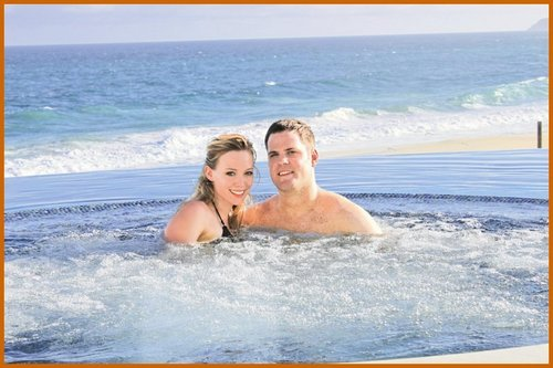 Hilary Duff & Mike Comrie 바탕화면 probably with skin entitled Hilary Duff & Mike Comrie Honeymoon 사진