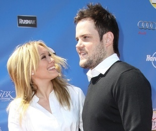 Hilary Duff & Mike Comrie پیپر وال with a portrait and a well dressed person entitled Hilary Duff & Mike Comrie