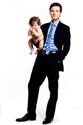 Jason Bateman 壁紙 containing a business suit, a suit, and a well dressed person entitled Jason Bateman