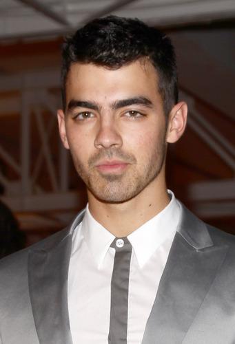 Joe Jonas: Calvin Klein onyesha in Milan (HQ)