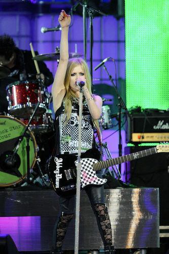June 19 - MMVAs Live Performance