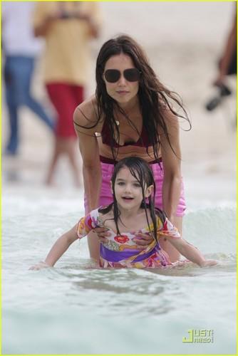 Katie Holmes & Suri Cruise: Miami playa Babes!