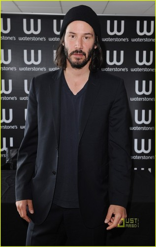 Keanu Reeves: 'Ode to Happiness' Book Signing!