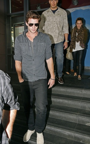Miley - Out for lunch with Liam in Sydney, Australia [20th June 2011]