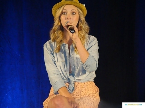 madami pics from Candice's appearance at Bloody Night Con 2011!