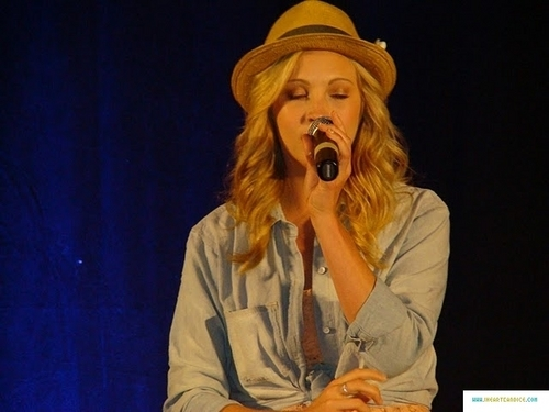 meer pics from Candice's appearance at Bloody Night Con 2011!