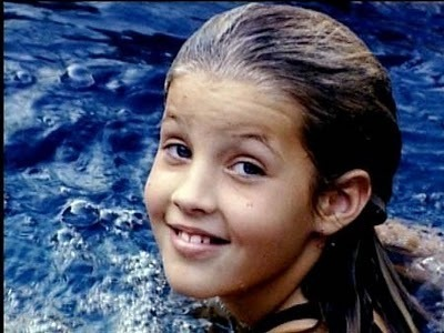 Lisa Marie Presley wolpeyper possibly with a portrait titled Preteen Lisa