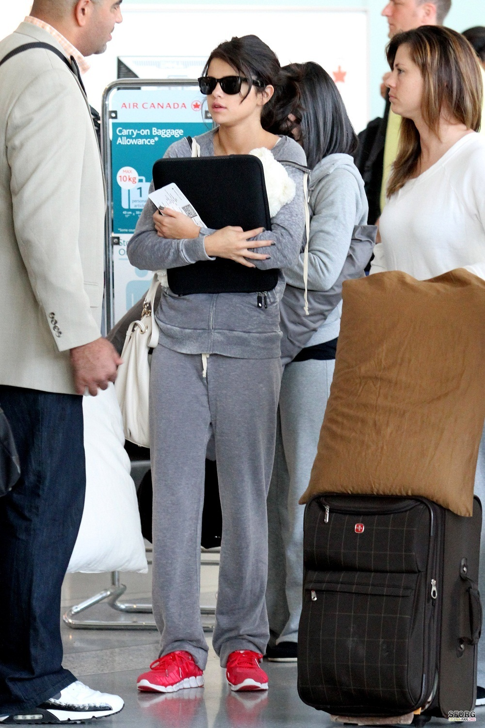 Selena - Departing from Toronto's airport - June 20, 2011 - selena-gomez photo