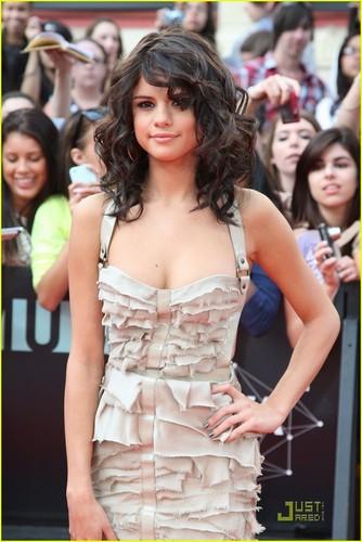 Selena Gomez MMVAs