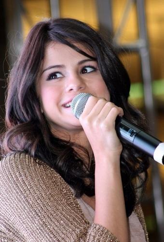 Selena - Monte Carlo Mall Tour: King of Prussia Mall - June 20, 2011