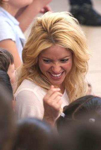 Shakira's Israel Schoolhouse Visit