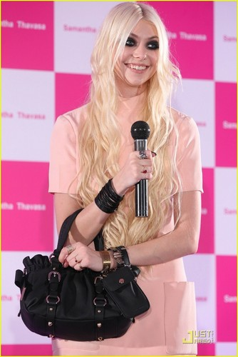taylor momsen fondo de pantalla with a portrait called Taylor Momsen: Samantha Thavasa Press Conference!