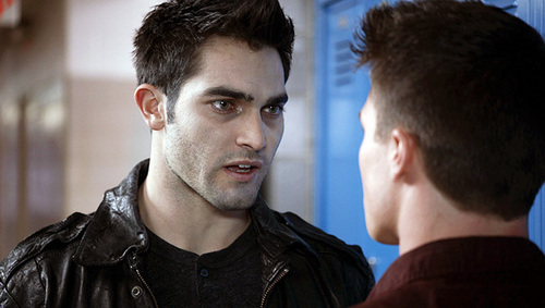 Tyler Hoechlin kertas dinding probably with a portrait called Teen serigala, wolf - Derek Hale