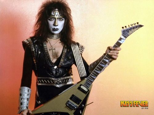 KISS پیپر وال probably containing a guitarist called Vinnie Vincent