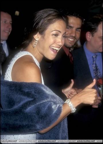 Selena (the movie) वॉलपेपर entitled selena-premiere-1997
