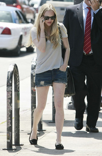 Amanda Seyfried Out For Lunch In Hollywood