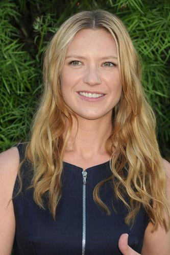 Anna Torv @ the 2011 Saturn Awards