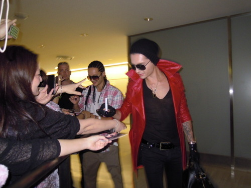 Bill Kaulitz 壁紙 possibly containing a well dressed person called Bill