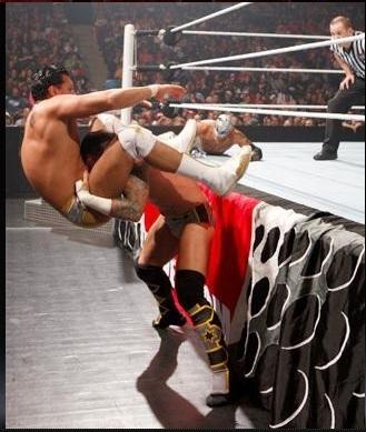 CM Punk vs Mysterio vs Alberto Del Rio
