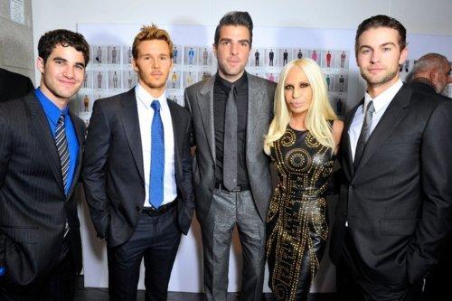 Darren at Versace Fashion tunjuk
