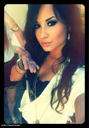 Demi Lovato halik
