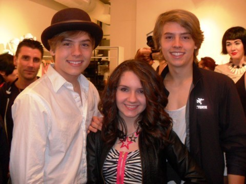 "Dylan and Cole Sprouse चित्रो At ""Fashion For Japan""!!"