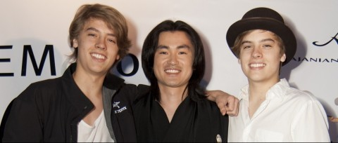 "Dylan and Cole Sprouse تصاویر At ""Fashion For Japan""!!"