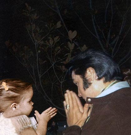 Elvis Aaron Presley and Lisa Marie Presley wallpaper entitled Elvis and Lisa