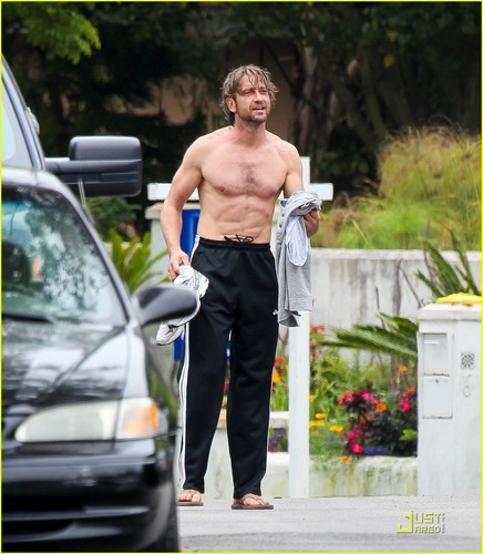 Gerard Butler: Shirtless Surfer in Malibu!