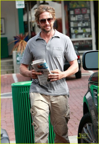 Gerard Butler: Starbucks Stop!