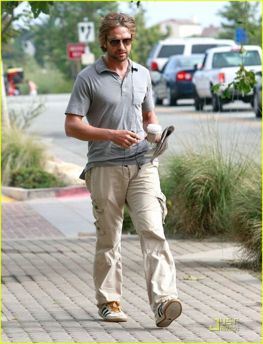 Gerard Butler wallpaper probably with a street, a wicket, and a business suit called Gerard Butler: Starbucks Stop!
