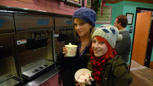 Hayley and Taylor Swift.